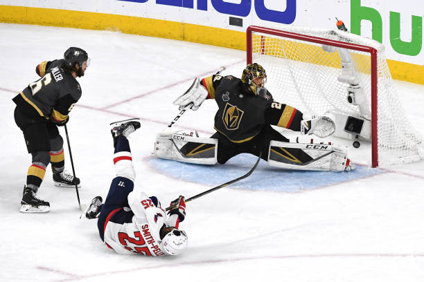 LAS VEGAS, NV - JUNE 07:  Devante Smith-Pelly #25 of the Washington Capitals scores a third-period goal past Marc-Andre Fleury #29 of the Vegas Golden Knights in Game Five of the 2018 NHL Stanley Cup Final at T-Mobile Arena on June 7, 2018 in Las Vegas, Nevada.  (Photo by Ethan Miller/Getty Images)